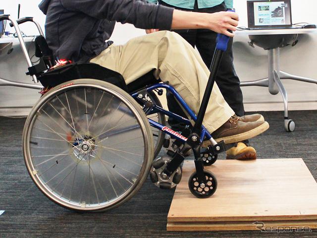 芝浦工業大学の学生チームが企業と開発した、6輪機構搭載の車いす