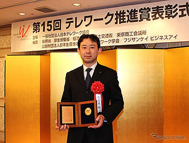 表彰を受けた江上茂樹 MFTBC人事・総務本部長
