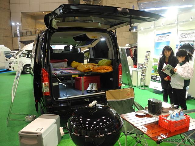 トヨタモデリスタインターナショナルが展示したキャンピングカー「トランスポーター」《撮影 山田清志》