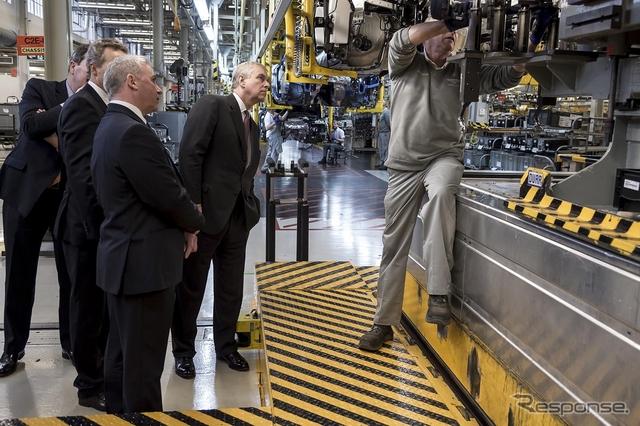 英国ヨーク公爵、ベントレー本社工場を訪問