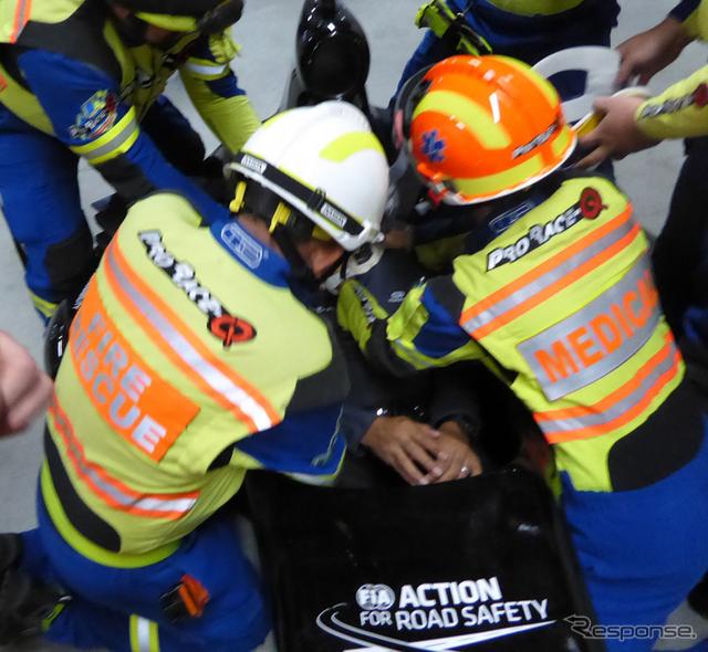 タイのオフィシャルを対象としたレース競技中の事故救出訓練