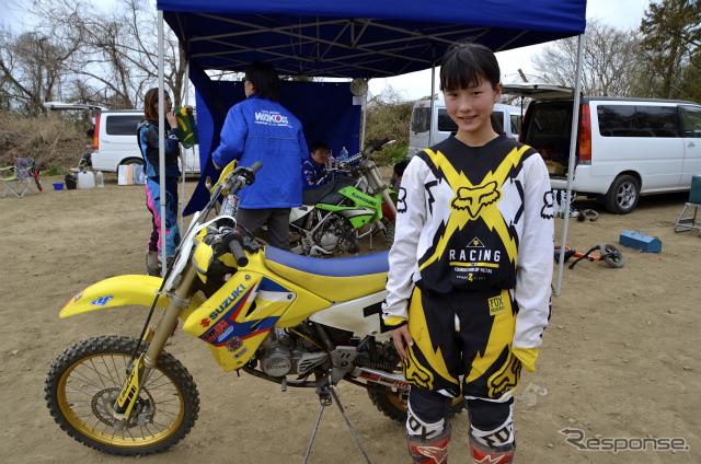 中学生モトクロスライダーのミサキさん(オートスポーツ清水)撮影:青木タカオ