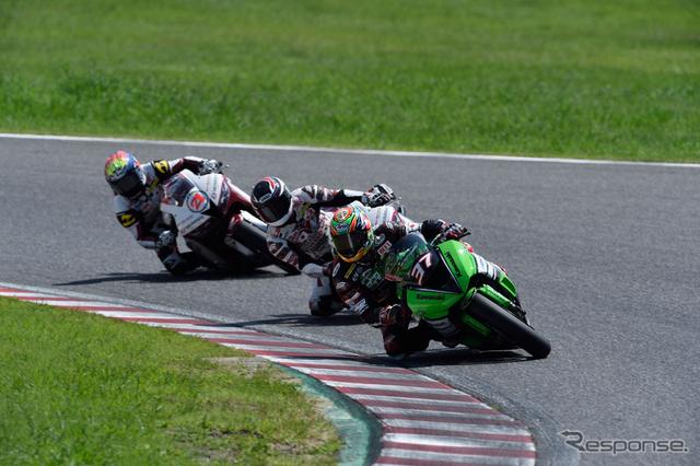 スーパースポーツ600ccのレースシーン