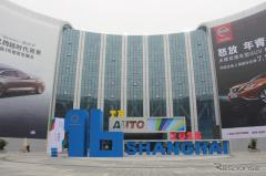 【上海モーターショー15】開幕直前、準備すすむ新会場…ベールに包まれた展示車(レスポンス)の画像