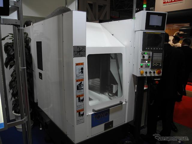 トーヨーエイテックが開発した工作機械「TVM-10-CH」《撮影 山田清志》