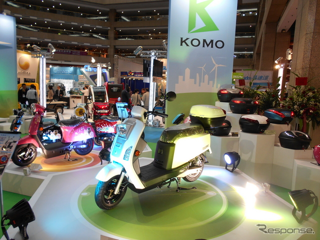 台北市内で行われた、EVや自動車アクセサリー、二輪部品などの合同展示会の様子《撮影 中田徹》