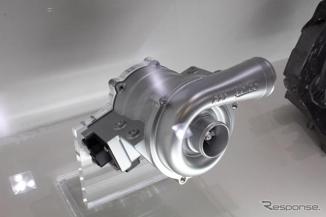 ヴァレオが開発した電動スーパーチャージャー。ターボのコンプレッサー部分をモーターで駆動することから、電動ターボとも呼ばれる