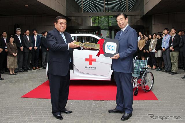 日本赤十字社で行われた贈呈式の模様