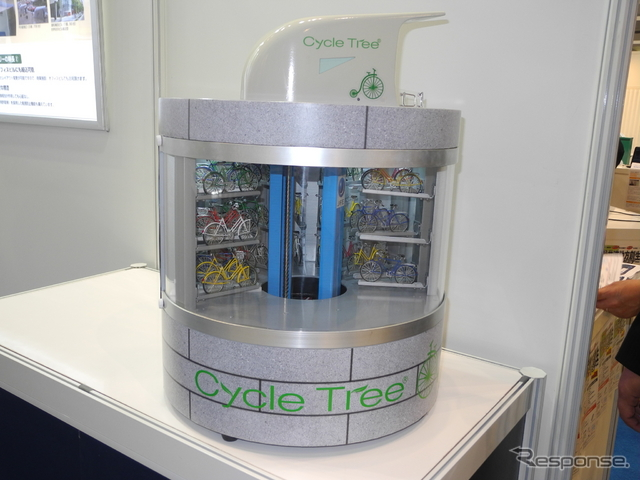JFEエンジニアリングの機械式立体駐輪場「サイクルツリー」の模型《撮影 山田清志》