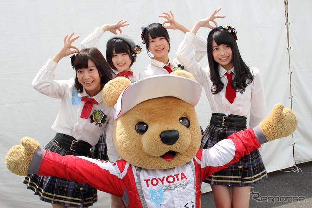 AKB48Team8によるミニライブ、トークショーの様子《撮影 吉田 知弘》
