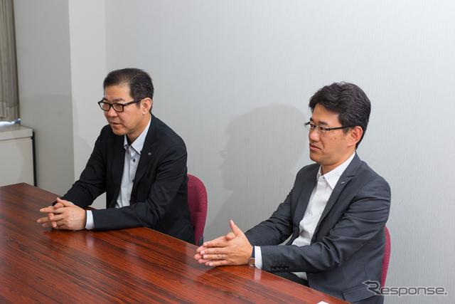 CX-3開発主査の冨山道雄氏(左)と松田陽一チーフデザイナー(右)《撮影 太宰吉崇》
