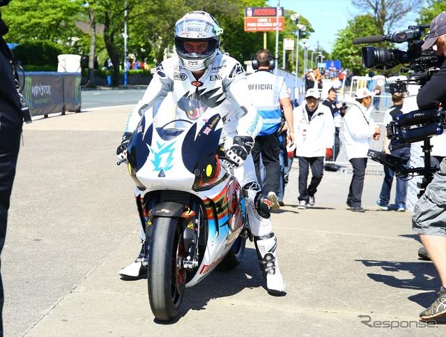 6月のマン島TTレースを走るチーム無限「神電 四」《提供 M-TEC》