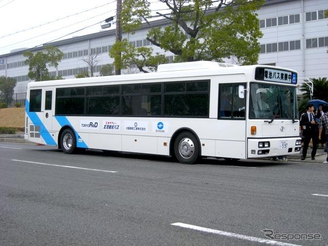 大型路線低床型電気バス