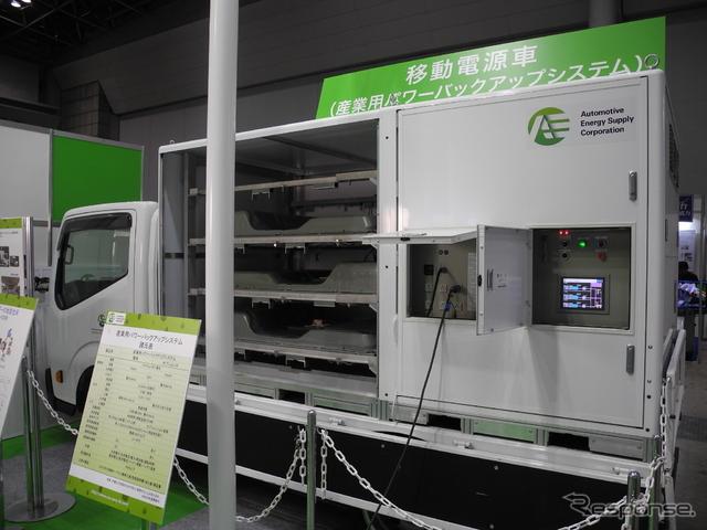 2トントラックの荷台に載る移動電源車用のパワーバックシステム《撮影 山田清志》