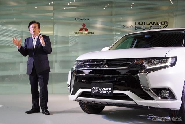 三菱自動車 相川哲郎社長とアウトランダーPHEV改良新型《撮影 宮崎壮人》