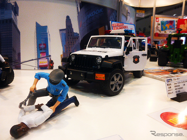ドイツに拠点を持つブルーダー社の1/16プロシリーズ。その新作が東京おもちゃショー2015で展示された《撮影 大野雅人(Gazin Airlines)》