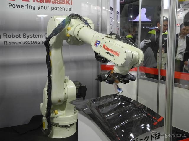 ロボット自動教示ソフトウェア「KCONG」を導入した川崎重工業の産業用ロボット《撮影 山田清志》
