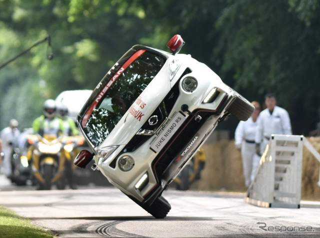日産 ジューク NISMO RS が片輪走行の新記録を樹立(グッドウッド15)