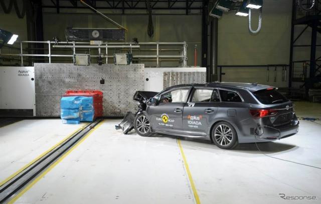 ユーロNCAPのトヨタアベンシス改良新型の衝突安全テスト