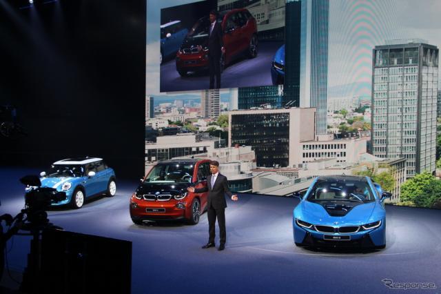 BMWのプレスカンファレンスでスピーチするハラルド・クルーガーCEO。この直後転倒し、イベントは急遽終了した(フランクフルトモーターショー15)《撮影 吉田瑶子》