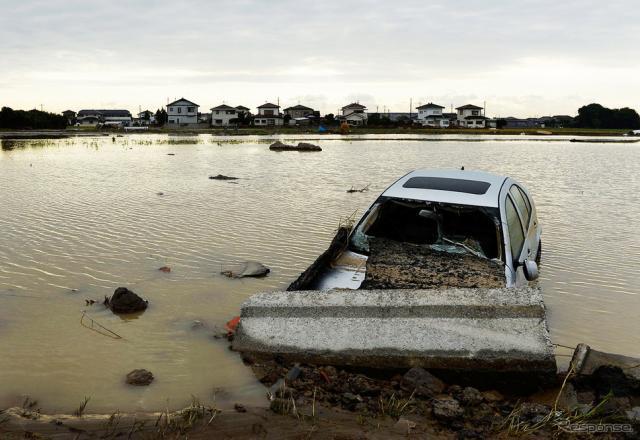 台風第18号関連の大雨被害で冠水した車両《写真 Getty Images》
