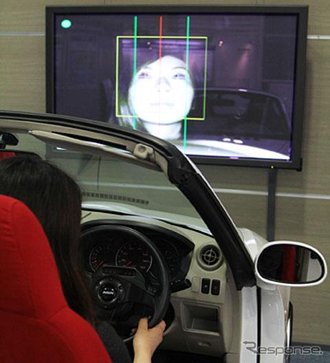 運転者の居眠りを検出するアイシングループの技術(参考画像)