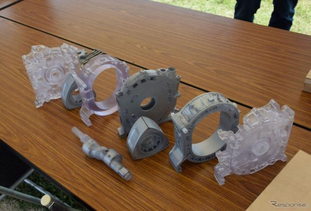 キッズエリアの「ロータリー組立コーナー」では、プラスチック製のロータリーエンジン組み立てを楽しんだ《撮影 関 航介》