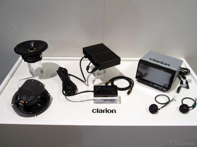 フルデジタルサウンドシステムとセンターユニット(右上)の試作機