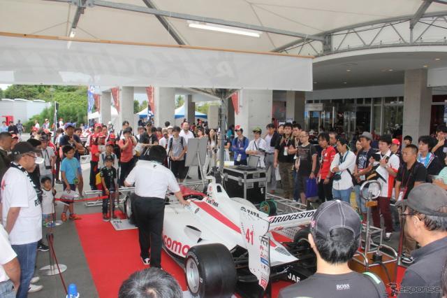F1日本GP会場にスーパーフォーミュラのマシンが登場《撮影 吉田 知弘》