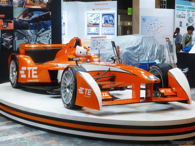 タイコエレクトロニクスジャパンは、アンドレッティ・フォーミュラーEテストカーを展示し、同車に採用されているTE Connectivityのコネクタなどを紹介(CEATEC JAPAN 2015/幕張メッセ/10月7〜10日)《撮影 大野雅人(Gazin Airlines)》