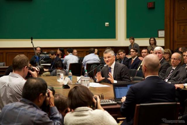 米下院エネルギー商業委員会の公聴会で証言するフォルクスワーゲングループオブアメリカのマイケル・ホルン社長兼CEO