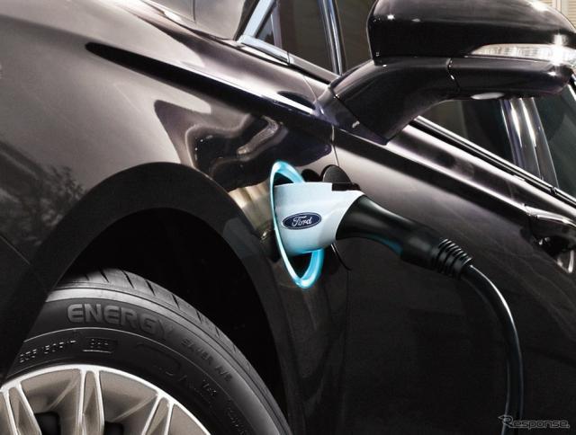 フォードフュージョンエナジーの充電ソケット