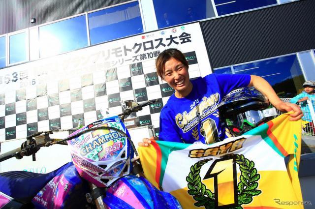 全日本モトクロス最終戦(SUGO)でチャンピオンを決めた安原さや選手。《画像 ヤマハ》