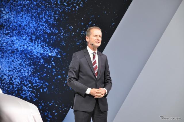 VW乗用車部門トップのヘルベルト・ディース氏(東京モーターショー15)《撮影 嶽宮 三郎》