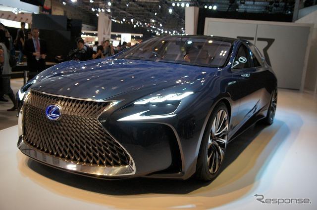 トヨタ「ミライ」は前輪駆動だが、LF-FCは前輪にインホイールモーター、後輪に大出力モーターを採用したAWDとなる。《撮影 石田真一》