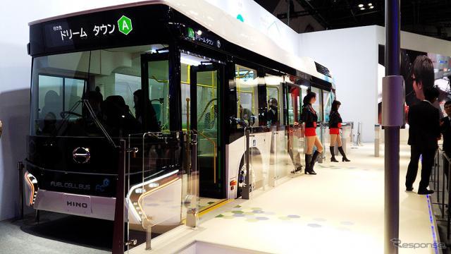 日野自動車が参考出品した『FUEL CELL BUS(フューエル セル バス)』(東京モーターショー2015)《撮影 大野雅人(Gazin Airlines)》