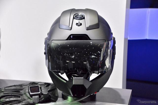 ヤマハ スマートヘルメット(東京モーターショー15)《撮影 青木タカオ》