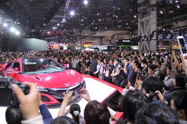 祝日の11月3日には10万人が来場した東京モーターショー2015《撮影 吉田 知弘》