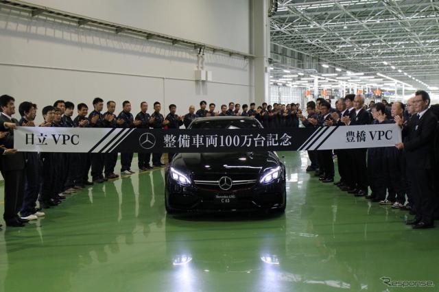 メルセデスベンツ日本の新車整備センター、累計100万台目を飾るAMG C63S EDITION 1が職員たちが並ぶ間を通って登場。《撮影 中込健太郎》