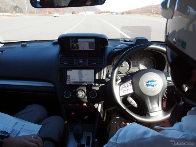 本線上に入ると先行車や車線などを認識して自動運転モードに入った《撮影 会田肇》