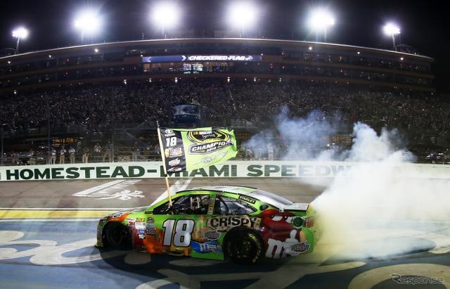 最終戦、トヨタの#18 カイル・ブッシュがチャンピオンに輝いた。写真:NASCAR