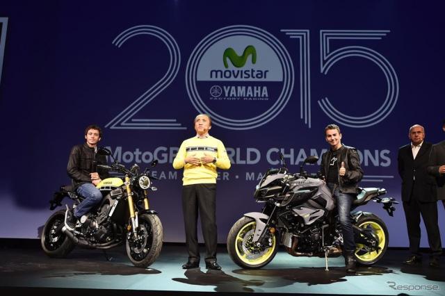写真左、XSR900とヴァレンティーノ・ロッシ。右、MT-10とホルヘ・ロレンソ。《画像 Yamaha Motor Europe 》