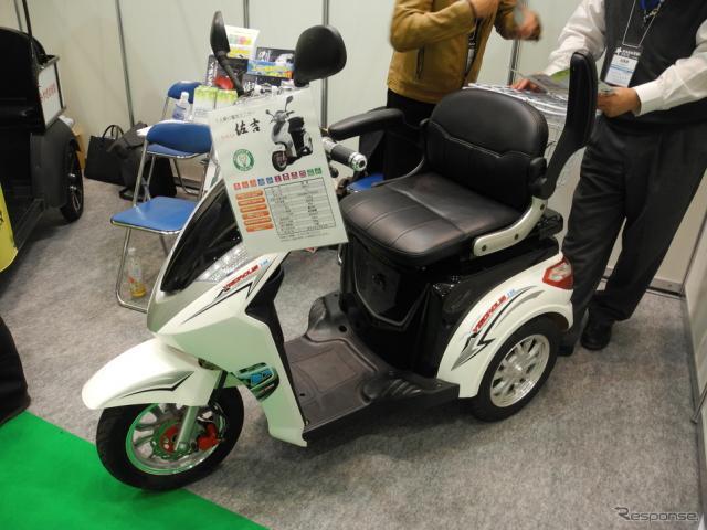 モービルジャパンの一人乗り用電気ミニカー『佐吉』《撮影 山田清志》