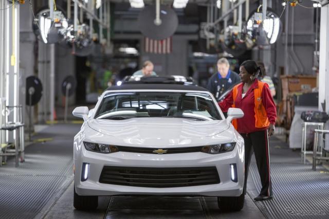 GMの米国ミシガン州ランシンググランドリバー工場で生産される新型シボレーカマロ