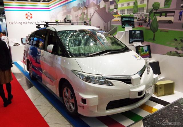 市販ミニバンベースロボットカー『RoboCar MiniVan』などを展示したZMP(オートモーティブワールド2016/東京ビッグサイト/2016年1月13日)《撮影 宮崎壮人》
