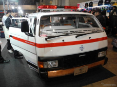 【東京オートサロン16】WiZの救急車、 キャラバン と シルビア を合体して製造