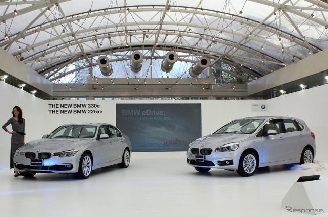 BMW 330e(左)と225xeアクティブツアラー(右)《撮影 内田俊一》