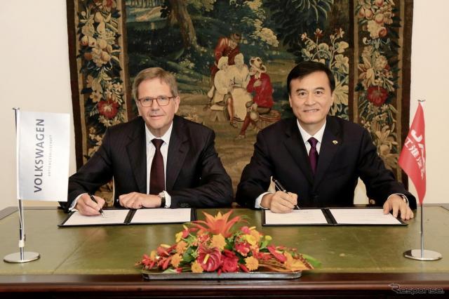 合弁事業で暫定合意したVWと中国江淮汽車の両首脳