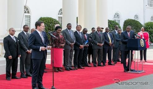 ケニアでの現地生産を発表するVWとケニア政府首脳