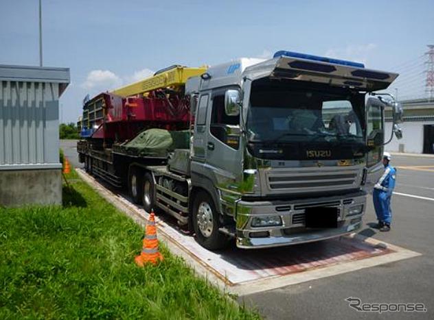 重量超過の大型トレーラー(参考画像)